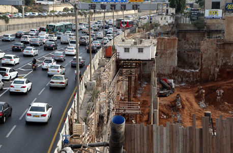 העבודות על הרכבת הקלה מול תחנת ארלוזורוב בתל אביב