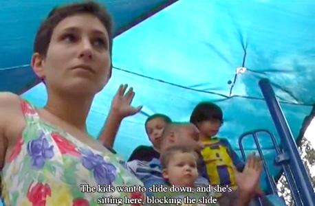 """מתוך עבודת הווידיאו """"מגרש משחקים"""" של טסלר. """"עוסקת בילדים גם באמנות שלי"""", צילום: מלכי טסלר"""