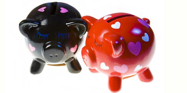 ביחד או לחוד? האם כדאי לזוגות לאחד את חשבונות הבנק