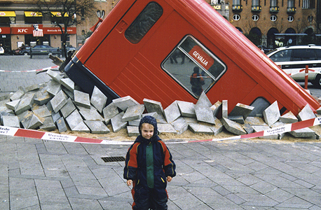 מתיחה של עיריית קופנהגן. המיצג הוקם בעיצומן של עבודות החפירה ועזר להרגיע את תסכול התושבים מהפקקים והרעש
