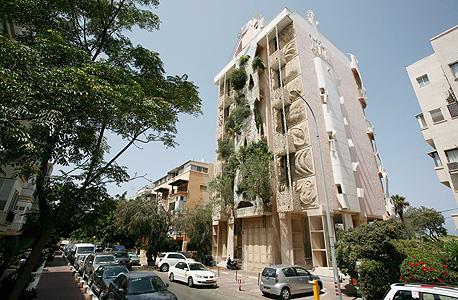 """""""הבניין המשוגע"""" ברחוב הירקון בתל אביב. לוטן: """"היום אין סיכוי שבניין כזה היה עובר את אישור הרשות המקומית"""""""