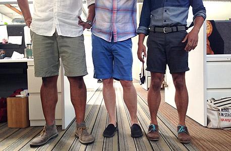 גברים במכנסיים קצרים בעבודה, מתי אפשר להעיר לעובד על מראהו החיצוני?