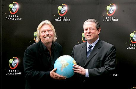 ברנסון (משמאל) ואל גור משיקים ב־2007 את תחרות Virgin Global Challange. קית ואייזנברגר בגמר, צילום: גטי אימג