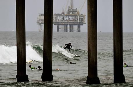 """אסדת נפט מול חופי קליפורניה, ארה""""ב"""