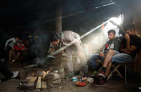 משפחת פליטים מאפגניסטן, צילום: איי פי