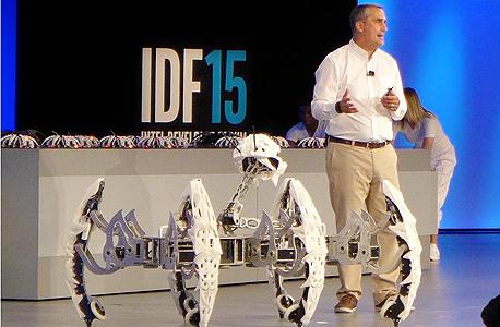 כנס אינטל 2015 רובוטים בריאן קרזניץ', צילום: אסף גלעד