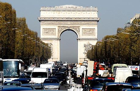 S&P השאירה את דירוג החוב של צרפת בדרגת AAA