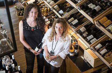 ענת סלע ורפאלה רונן, אוצרות יין , צילום: תומי הרפז