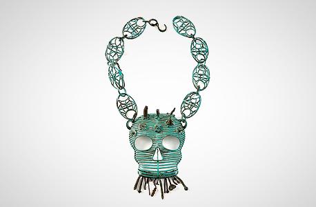 """השרשרת """"אות כבוד"""" שעיצב לרין לתערוכה במוזיאון ארץ ישראל. ממנטו מורי"""