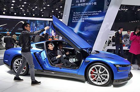 תצוגה של פולקסווגן בתערוכת הרכב העולמית ב שנגחאי סין, צילום: בלומברג