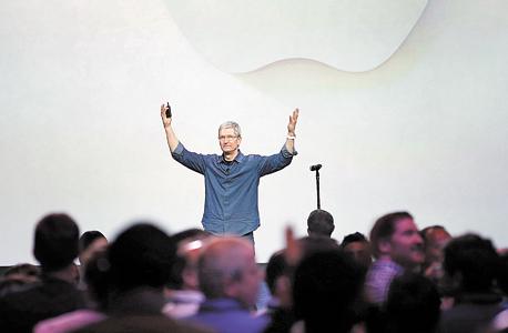 """מנכ""""ל אפל טים קוק בקליפורניה ארה""""ב, צילום: רויטרס"""