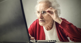 סבתא אישה זקנה מחשב קשישה, צילום: שאטרסטוק