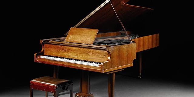 הפסנתר של להקת אבבא יעמוד למכירה פומבית