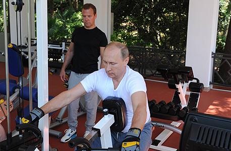 מימין נשיא רוסיה ולדימיר פוטין ראש ממשלת רוסיה דימיטרי מדבדב , צילום: אם סי טי