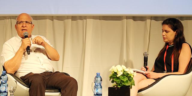 ראש מערכת החדשות של כלכליסט נעמה סיקולר מראיינת את אביגדור יצחקי, צילום: נמרוד גליקמן