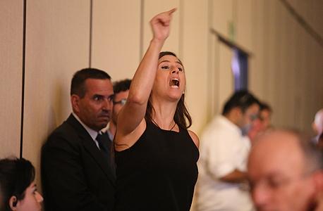 """אורלי בר לב מראשי מחאת הגז מתפרצת לדברי שר האנרגיה יובל שטייניץ בוועידה הלאומית 2015 של """"כלכליסט"""""""