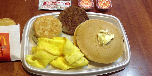ארוחת בוקר שמוגשת כל היום הצילה את מקדונלד'ס