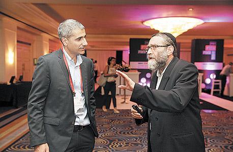 """ח""""כ משה גפני וראש אגף תקציבים במשרד האוצר אמיר לוי, צילום: אוראל כהן"""