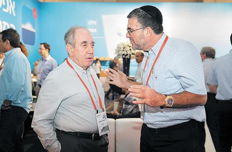 """מנכ""""ל אופטיקה הלפרין יעקב הלפרין ואיש העסקים אלפרד אקירוב, צילום: אוראל כהן"""