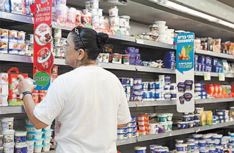 מדפי חלב בסופרמרקט. המחסור יורגש בעיקר בקוטג' ובחלב לשתייה