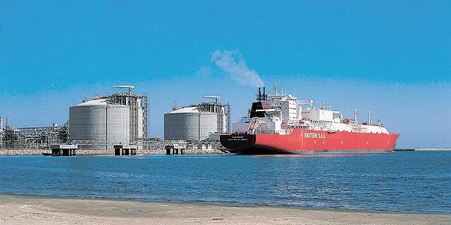 מתקן של חברת Eni מול חופי מצרים, צילום: Lanaro/Magliocca