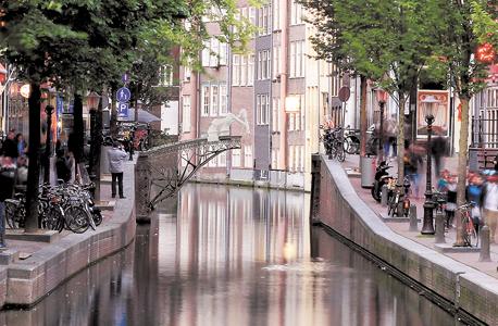 """כך זה אמור להיראות בלב אמסטרדם. """"נעמוד בכל כללי הבטיחות וגם נשתמש בפלדה רבה יותר מהדרוש כדי להיות בטוחים לחלוטין"""""""