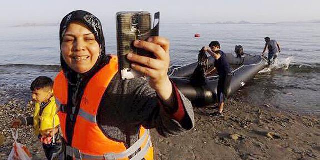ארגון ההגירה הבינלאומי: פייסבוק לא נלחמת במבריחי בני אדם, מסכנת חיי פליטים