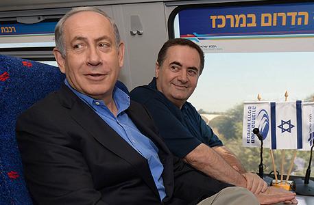 """מימין ישראל כץ ו בנימין נתניהו חנוכת רכבת אשקלון באר שבע, צילום: חיים צח לע""""מ"""