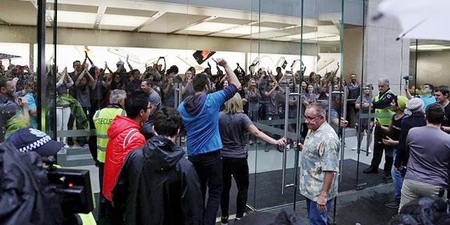 אפל שוברת שיאים: מכרה יותר מ-13 מיליון אייפונים חדשים בסוף שבוע אחד
