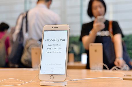"""אייפון 6s פלוס בחנות אפל בארה""""ב, צילום: איי אף פי"""