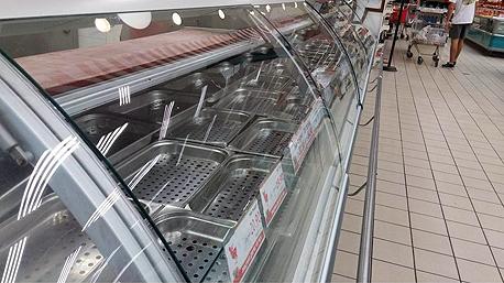 מדפי בשר ריקים סופרמרקט רמי לוי סוכות, צילום: twitter-Ishay shnerb