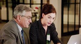 אן הת'אוויי ו רוברט דה נירו בסרט המתמחה פנאי
