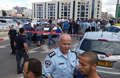 זירת פיגוע דקירה ברחוב מוזס תל אביב, צילום: דוד סרנוב