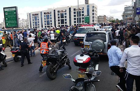 זירת פיגוע דקירה ברחוב מוזס תל אביב 2, צילום: דוד סרנוב