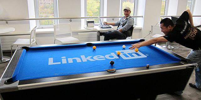 עובדים בלינקדאין, שולחנות פינג פונג זה לא מה שגורם לעובדים לקום בבוקר, צילום: linkedin.com