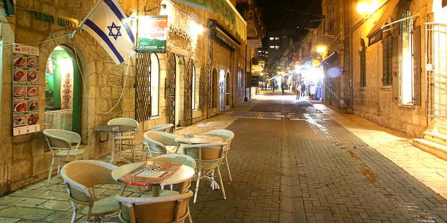 בתי הקפה הריקים בירושלים. מענק לעסקים הקטנים בבירה, צילום: עמית שאבי
