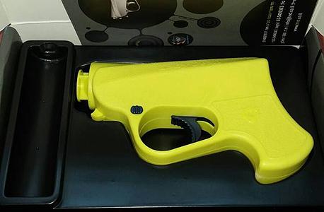 """דגם אקדח גז שמשווק ברשת וויקטורי, צילום: יח""""צ"""