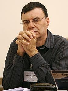 פרופ' אלדור. שותף וחבר הנהלה
