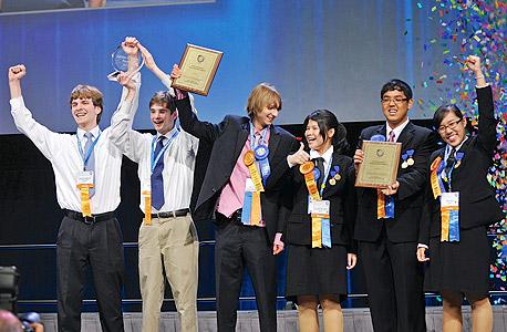 זוכה ב־2011 בפרס בינלאומי מטעם אינטל. ההישג: פיתוח גלאי קרינה לצרכים ביטחוניים במאית מהעלות הקיימת