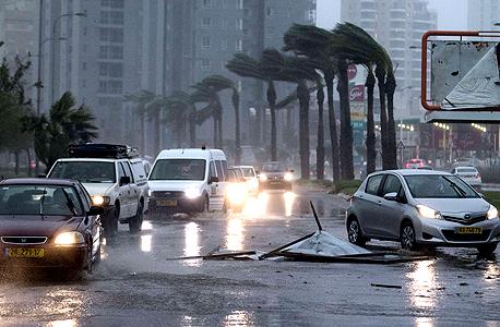 """הסערה בת""""א, צילום: איי אף פי"""