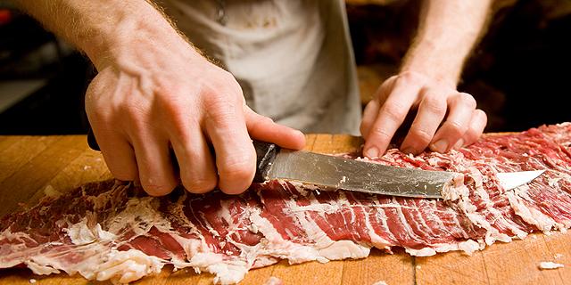 התוכנית להוזלת מוצרי הבשר והחלב: צעד פופוליסטי שיעלה לכולנו ביוקר