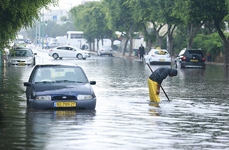 הצפות כבישים במהלך הסופה
