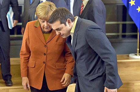 קנצלרית גרמניה אנגלה מרקל וראש ממשלת יוון אלכסיס ציפרס בבריסל, צילום: רויטרס