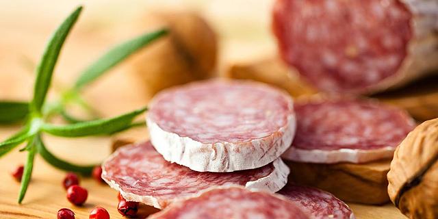 """בשר מסרטן? תעשיית הבשר לא מתרשמת: """"הרגלי טעם גוברים על בריאות"""""""