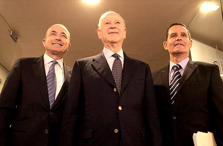"""ינאי (מימין), פרוסט ולוין, עם ההכרזה על חילופי המנכ""""לים בטבע ב־2012. """"אני לא מוטרד ממה שקרה אפילו לדקה. זה הכל רעש"""""""