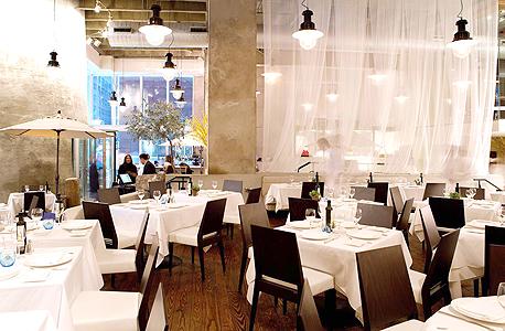 מילוס בניו יורק. נחשבת לאחת המסעדות המצליחות ביותר בעיר