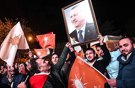 תומכי ארדואן חוגגים איסנבול טורקיה, צילום: איי אף פי