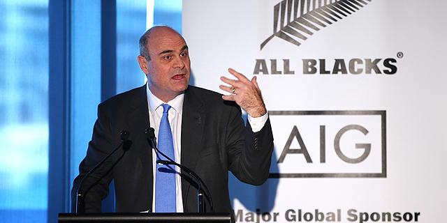 """מנכ""""ל AIG, פיטר הנקוק, פורש בשל הפסדי ענקית הביטוח"""