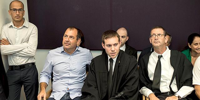 אמיר ברמלי (שני משמאל) בבית המשפט, צילום: יובל חן