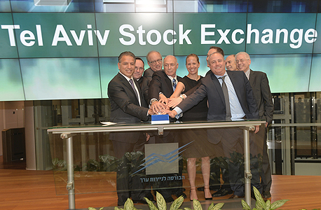 """מנכ""""ל מיילן רוברט קורי ובכירי החברה פותחים את המסחר בתל אביב בנובמבר. מחויבים להישאר פה לשנה, אבל מה יקרה אחר כך?"""